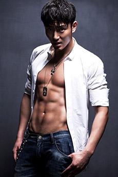 明星帅哥李东学肌肉写真照片