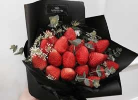 一组好看又好吃的草莓花束图片