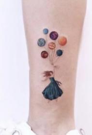 极简风格的9张创意唯美小纹身图案
