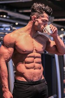欧美肌肉型男性感艺术照片