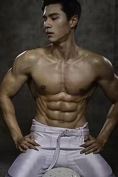性感亚洲肌肉男神艺术照片