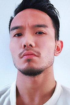 民间留胡子的帅哥自拍照片