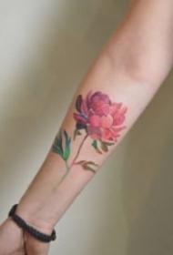 小臂花卉纹身:小臂胳膊上很漂亮的花朵纹身图片