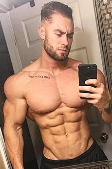 欧美肌肉型男Chris Bumstead肌肉自拍照片