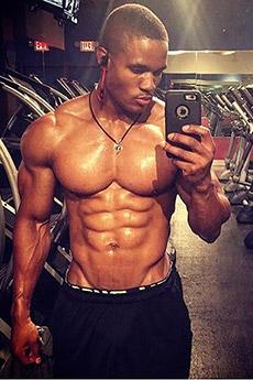美国黑人肌肉男自拍照片