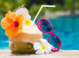 一组清甜解渴的椰子图片
