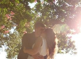 甜蜜恋人亲吻图片