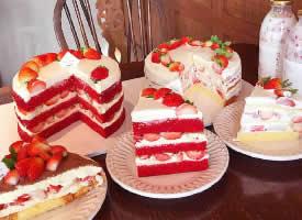 一组甜香扑鼻的草莓蛋糕图片
