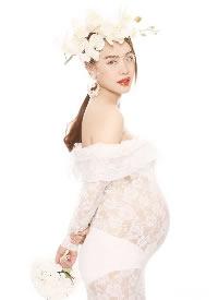 白色蕾丝婚纱孕妇写真图片