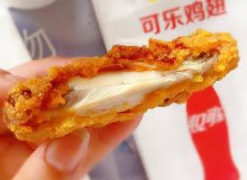 一组诱人的麦当劳可乐鸡翅图片