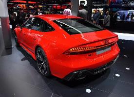 一组红色的2020款奥迪RS 7图片