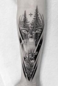 手臂鹿纹身 9款黑灰色的包臂鹿头纹身图案