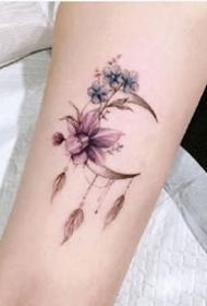 九款美丽的月亮小纹身图案欣赏