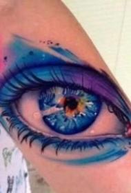 眼睛纹身 超逼真的9款写实黑灰大眼睛纹身图案