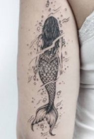点线美人鱼纹身 黑灰色的9款帅气美人鱼纹身作品