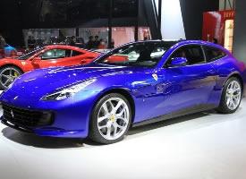 一组帅气的蓝色法拉利GTC4Lusso T图片