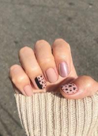 磨砂搭配豹纹元素,有质感