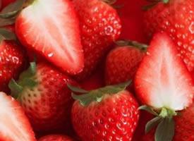 满屏的草莓看着就非常舒服的样子