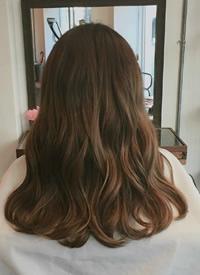 一组女生简易波浪卷发型图片参考