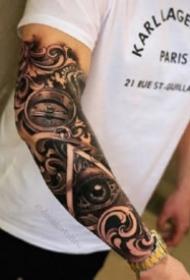 指南针纹身 手臂上的包臂写实指南罗盘黑臂纹身图案