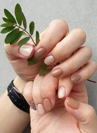 女孩子的指甲上也是有星辰大海的