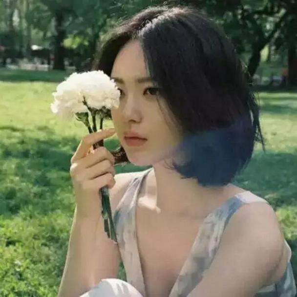 小清新短发女生个性自拍微博头像图片