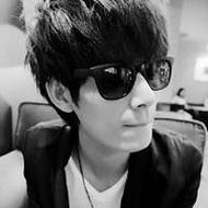 时尚帅气的qq男生黑白头像图片