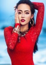 张嘉倪大红蕾丝裙性感写真 娇艳动人