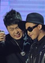 Bigbang成员GD北京热辣开唱 杜海涛跪求合影