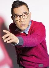 陈小春初春时尚运动大片 鬼马造型展童真