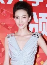 王丽坤深V长裙性感亮相北京大学生电影节