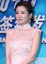 韩星张瑞希签约华策 蕾丝白裙优雅端庄大气