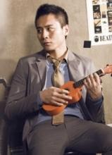 刘烨时尚帅气写真 大玩乐器文艺范