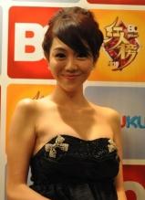 姜妍低胸抹裙惊艳出席BQ红人榜颁奖盛典