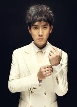 张睿熟男时尚写真 黑白演绎魅力