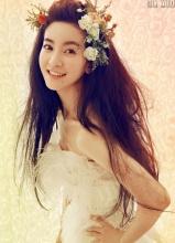 李晟唯美写真 白裙造型显清新