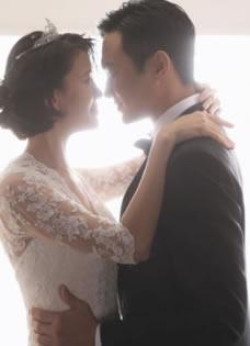 张智霖袁咏仪重拍婚纱 逗比夫妻重温恋情