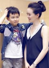 王艳与爱子母亲节写真  亲子大片展幸福时光