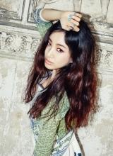 韩星郑丽媛魅惑写真 猫眼长腿女神范