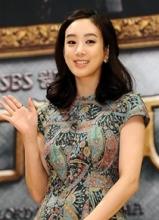 郑丽媛出席电视剧之王发布会