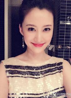 《婆媳的战国时代》张静静妆容精致北京主持《速度与激情7》首映