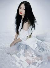 霍思燕清纯写真 纯白纱裙演绎早春时尚