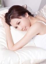 孙菲菲时尚杂志拍摄的床上大片演绎纯美诱惑