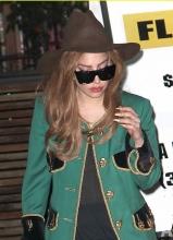 Lady Gaga礼帽绿西装大走复古风