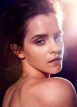 艾玛·沃特森艺术写真 半裸湿身演绎自然美