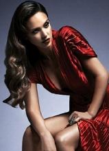 杰西卡·阿尔芭复古写真 冷艳妆容大展女王气质