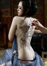 图揭娱乐圈拥有性感美背的女星