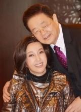 刘晓庆婚后首次庆生现场照曝光 与丈夫大秀恩爱