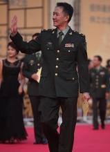 李幼斌出席表彰大会 获刘晓庆搀扶