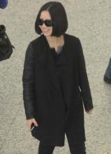姚贝娜素颜亮相机场 一身黑衣酷劲十足